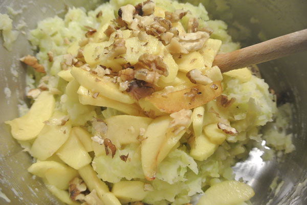 Mash potatoes with oxheart cabbage, apples and walnuts