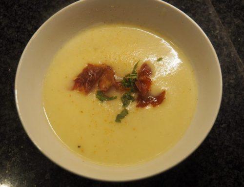Cauliflower soup with crunchy Parma ham