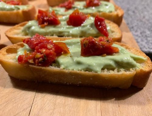 Bruchetta with avocado mousse and sundried tomatoes